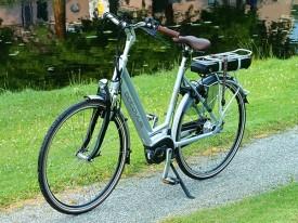 Sportief en comfortbabel genieten van de Friese Wouden en de Friese Meren met een nieuwe Batavus e-bike. Op de foto de technisch zeer geavanceerde Batavus Stream met Yamaha middenmotor, accu en display (model 2015).