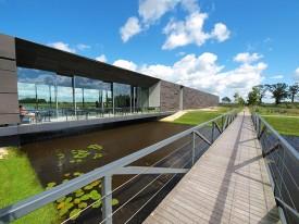 Twee topmusea in Friesland: Museum Joure (in voormalige fabrieks- en winkelpanden van Douwe Egberts) en Museum Belvédère in Heerenveen-Oranjewoud, in moderne nieuwbouw aan de rand van het klassieke parklandschap Oranjewoud.