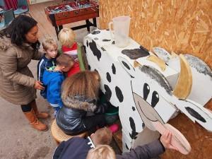 Ook voor kinderen is op de activiteitenboerderij Fjouwerhûsterpleats veel te beleven, helemaal op zaterdag 8 november 2014 tijdens de streekmarkt.