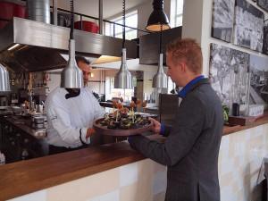 Chef-kok Henk Markus verwerkt in hoofdzaak Friese biologische streekproducten.